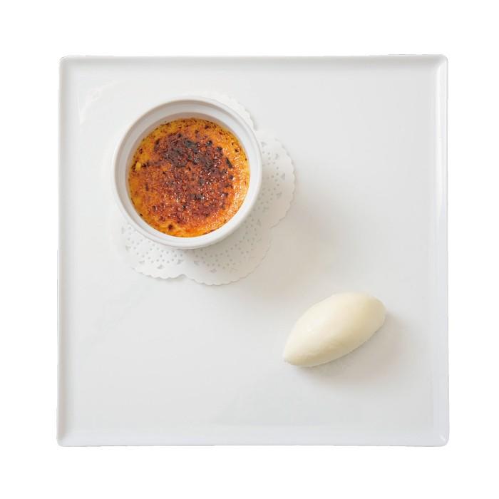 ライチ風味のクレームブリュレ ヨーグルトソルベ842円。ライチリキュールで風味を付けたブリュレに自家製ソルベを添えて。