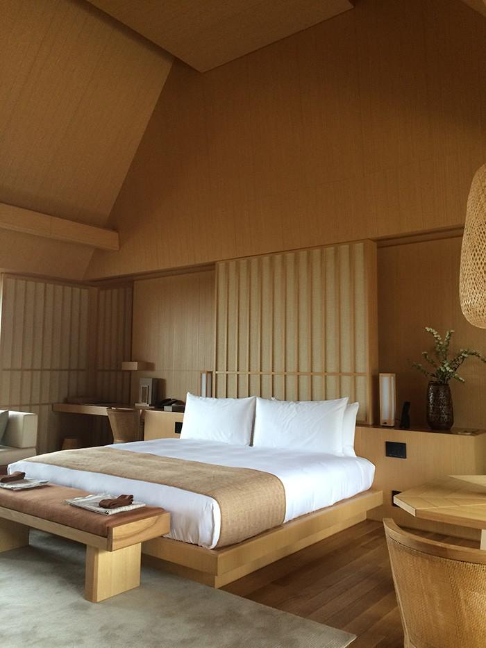 建築家ケリー・ヒルによる客室。上品かつラグジュアリーな空間。