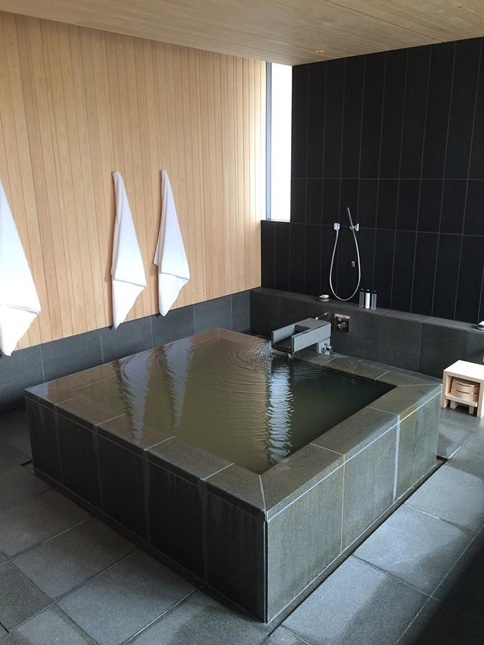 客室に引かれた温泉。全客室に温泉完備。アマンで温泉、は世界初。