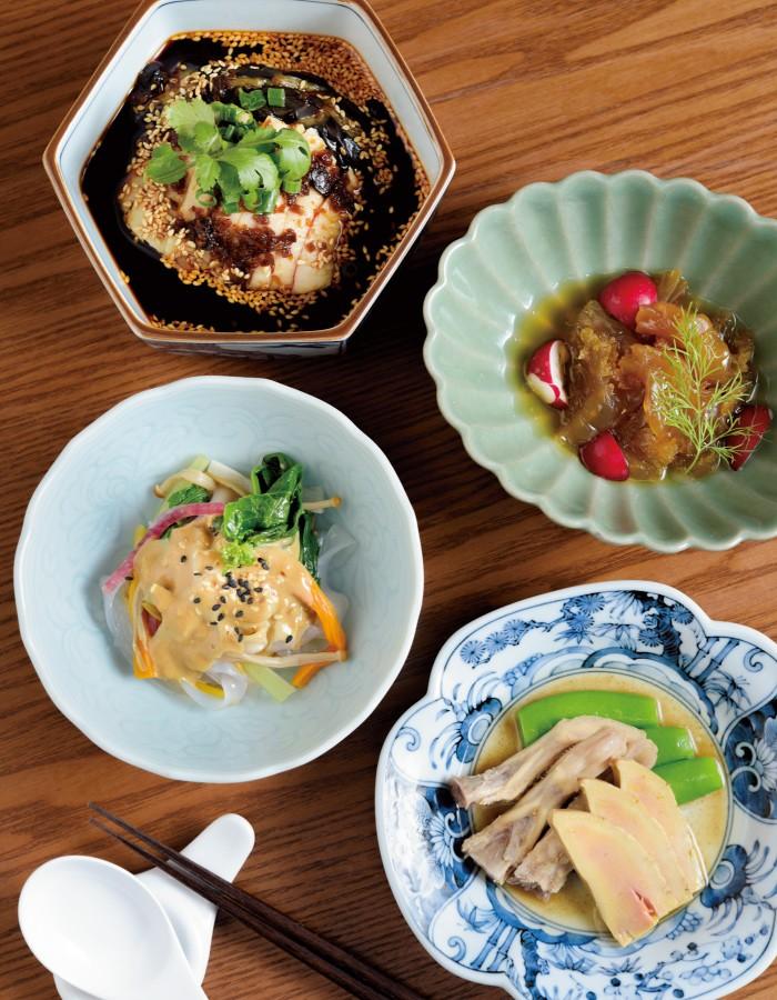 お好み前菜四種 小皿盛り2400円(3〜4名用は3600円)。8種の前菜から好きな料理を選ぶことができる。写真はフォアグラとアヒルのタン 紹興酒漬け、生春雨と彩り野菜の胡麻ソースがけなど。