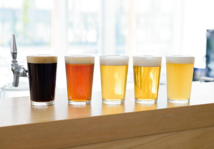 個性豊かなクラフトビールが飲み比べできる、5種テイスティングセット。1800円。