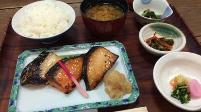 From Editors 2  No. 829 東京で腹が減ったら、定食を食べよう。