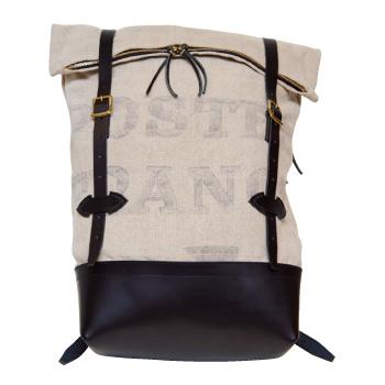 古いワークウェアやユニフォームなどのディテールをバッグやウェアに落とし込む石原英樹さんのブランド「クロイゼ」。クロイゼ リュック4万6000円(オープン記念 限定)。
