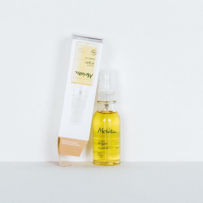 創立以来、オイルとともに歩んで来た〈メルヴィータ〉の原点。美肌のための万能オイル「ビオオイル アルガンオイル」50ml ¥3,500(メルヴィータジャポン ☎03-5210-5723)