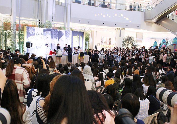 ソウルで行われた初サイン会の様子。日本人、中国人、タイ人のファンも数多く駆けつけていた。