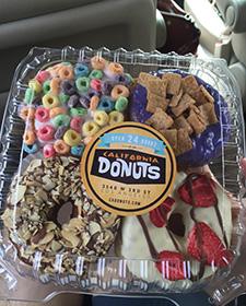 西海岸に行く前から、とくに流行ってなくてもLAのドーナツを取り上げてやろうと心に決めていました。見てください。これはですね、見かけ通りです。