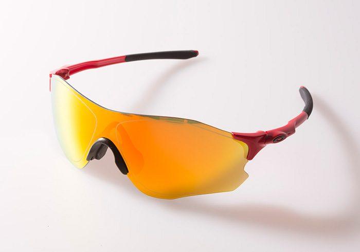 ノーズパットに強化レンズと、特許だらけの世界最高水準のサングラスが3万円以下。これは、買いです。