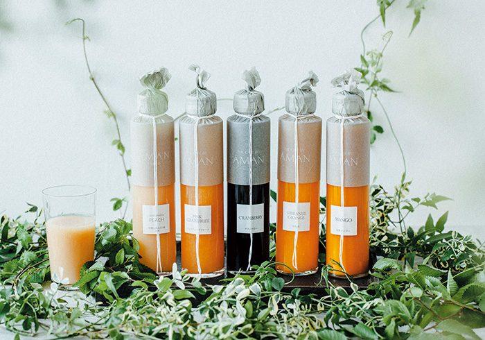 左から、季節の果実(白桃)、ピンクグレープフルーツ、クランベリー、不知火オレンジ、完熟マンゴー各180㎖¥950(税込み)