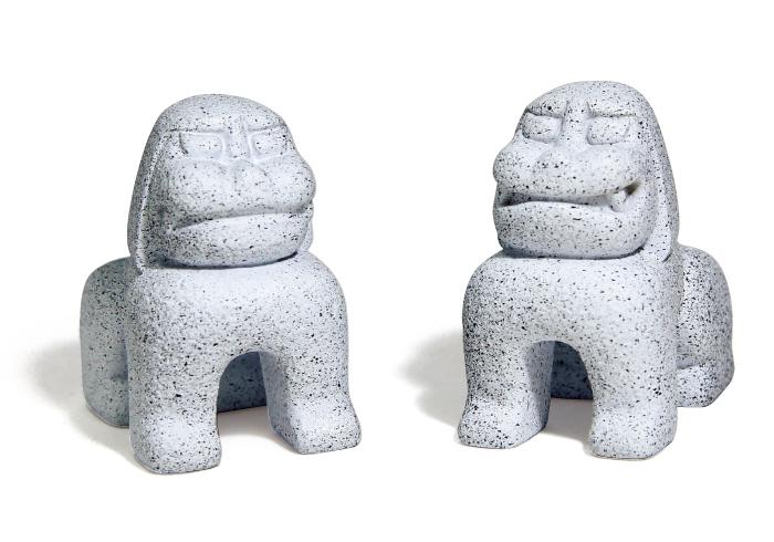 赤城神社の狛犬2,000円*2体セット(赤城神社☎03・326 0・5071)。