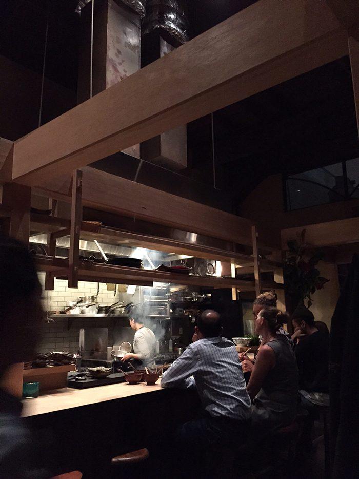 〈Izakaya Rintaro〉のオーナーシェフであるシルヴァン・ミシマ・ブラケットの父親は宮大工。センスの良さが光る店内の内装は父によるもの。