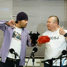 東京ではビーフ好きのMC漢 vs カニのリリックで日本一を挟んだ(いや掴んだ)崇勲による、モー太郎 vs かにめしのフリースタイル・バトルが勃発!? 詳しくは本誌で。