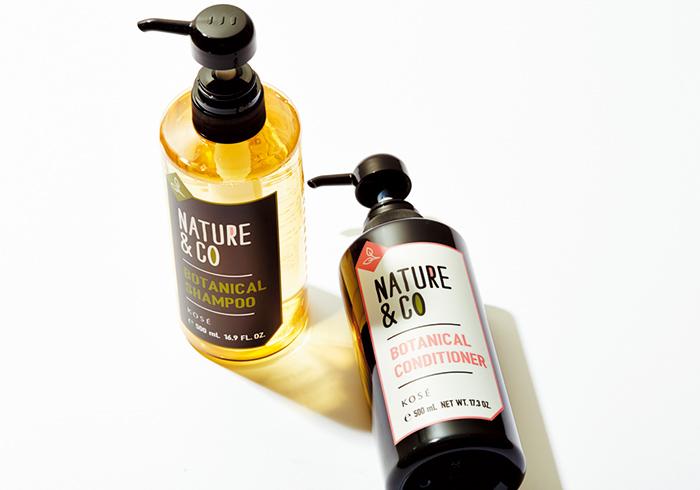 リラックスハーバルグリーンの香り。ネイチャー アンド コー ボタニカル シャンプー、同 コンディショナー 各500㎖¥1,400*編集部調べ(コーセーコスメニエンス☎0120・763・328)