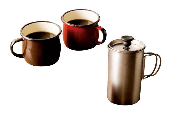 フェアトレードの豆を使用したフレンチプレスコーヒー。