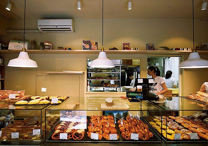 パンは全40種。日本初上陸のドリップマシンで淹れる「HORIGUCHI COFFEE」のコーヒーもおすすめ。