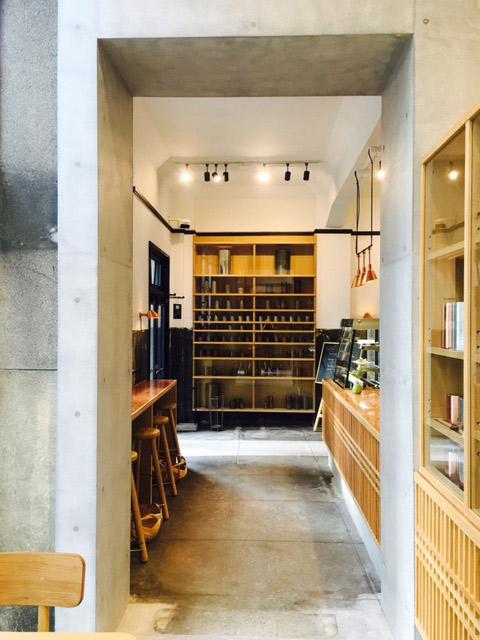 今一番話題のスポット〈Kaikado Café〉。約90年前の市電の車庫兼事務所を改築し、この春オープンしました。