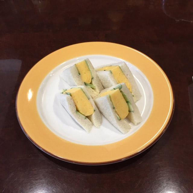 私が愛する京都のたまご①。〈やまもと喫茶〉のオムレツ仕立てのたまごサンド。誌面では進化形たまごサンドを取材しています!