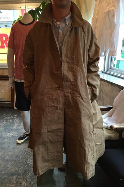 今年のコートは何にしようかな。こちらは誌面でも紹介している<サンリミット>のコート。