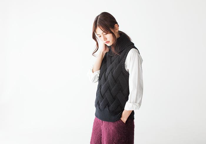 ニット¥26,000(バトナー) シャツ¥19,000(ヤエカ スタディ)共にシップス 渋谷店☎03・3496・0481