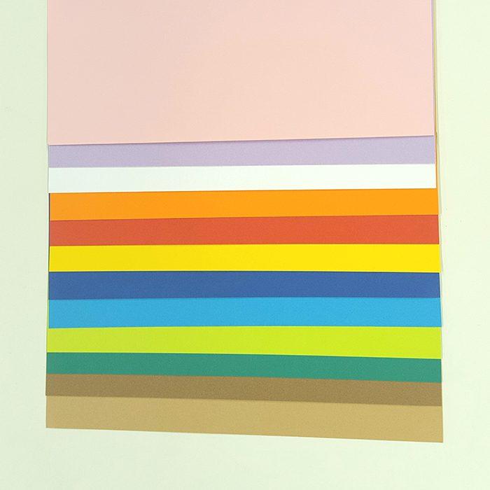 今回のページで使用した、12の色。あなたの心を映すのはどれでしょう?