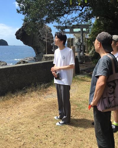 大竹さんによる宇和島ツアーの図。奥にあるのは景勝地「覗き岩」。