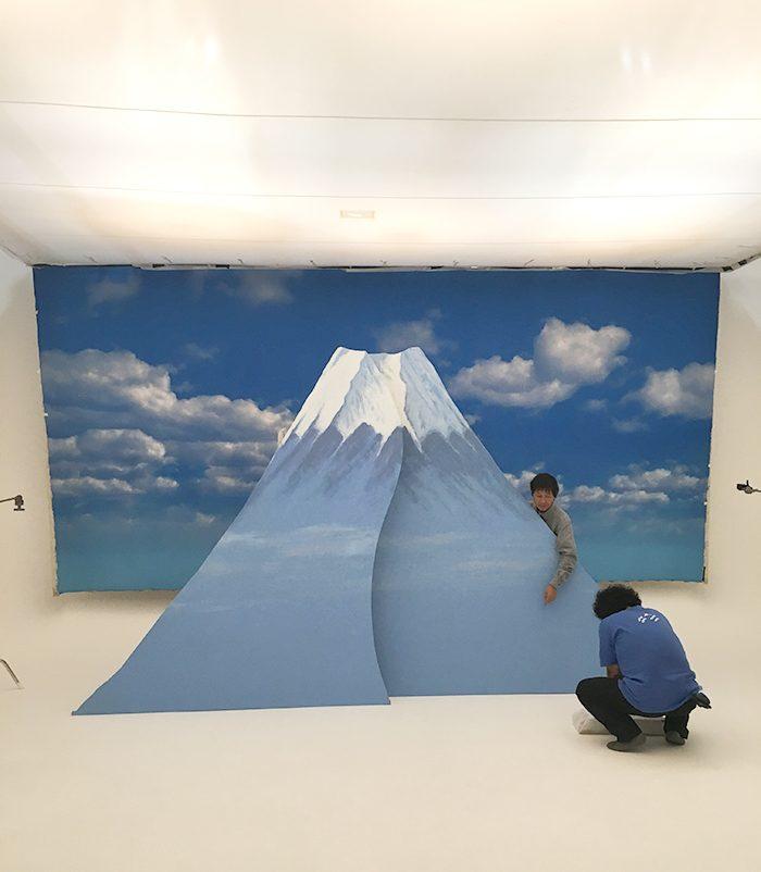 2017年最初の号ということもあり、富士山を制作し、撮影に使いました。なんとなく景気のいいい感じ? 完成した姿は是非本誌でご確認ください。