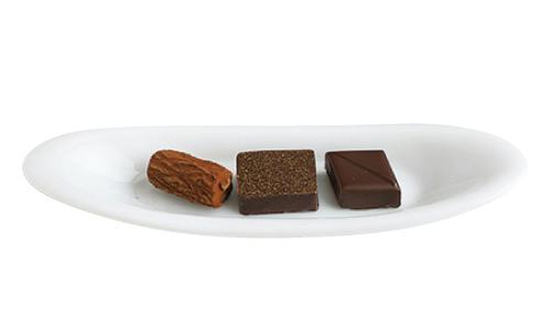 ボンボンショコラおすすめの3種とドリンクのセットで1,111円。