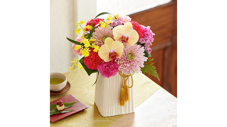 日比谷花壇より、母の日 アレンジメント「凛麗」を3名様に。