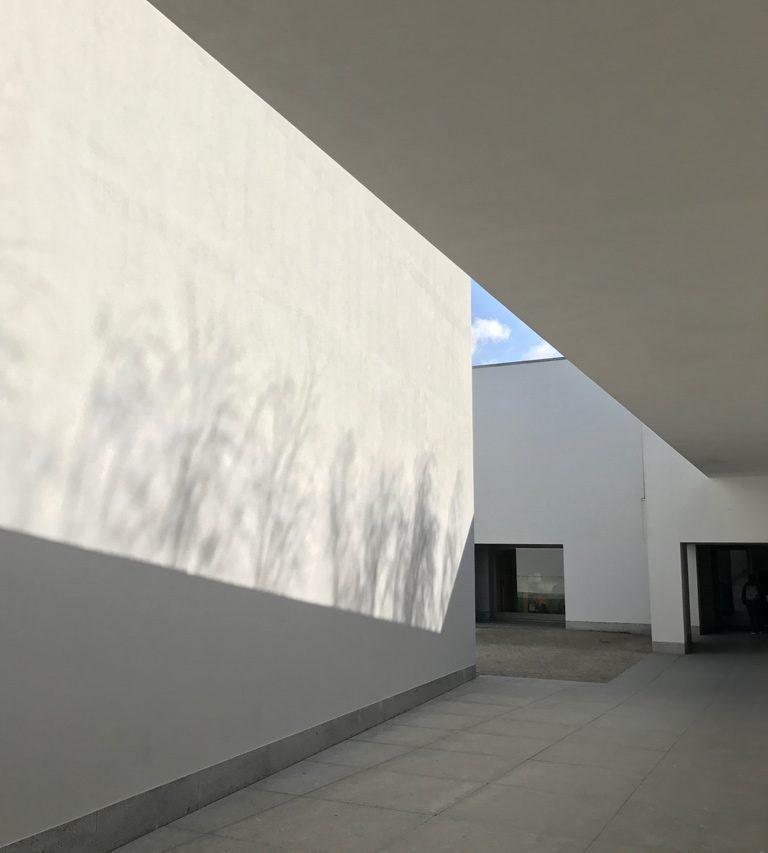 セラルヴェス現代美術館。