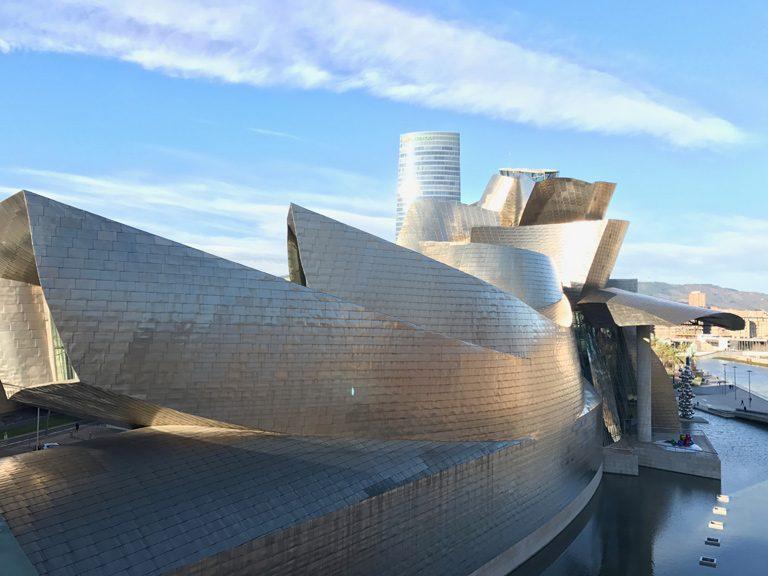 ビルバオ・グッゲンハイム美術館。