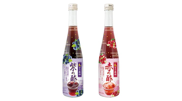 品質にこだわって選び抜かれた北欧産ブルーベリー「ビルベリー」と、同じく北欧産の真っ赤な果実「サンタベリー」。この2つの果実と、京都・丹後でつくられた「京都産玄米黒酢」によって誕生したのが〈京の厳撰 紫の酢〉、〈京の厳撰 赤の酢〉です。紫の酢には見る力をサポートするアントシアニン、赤の酢には抗酸化力を持つレスベラトロールが含まれています。こちらの2本をセットにして2名の方にプレゼントいたします。内容量:各1本500ml、価格:2,484円(税込)。商品詳細:わかさ生活 http://shop.wakasa.jp/。
