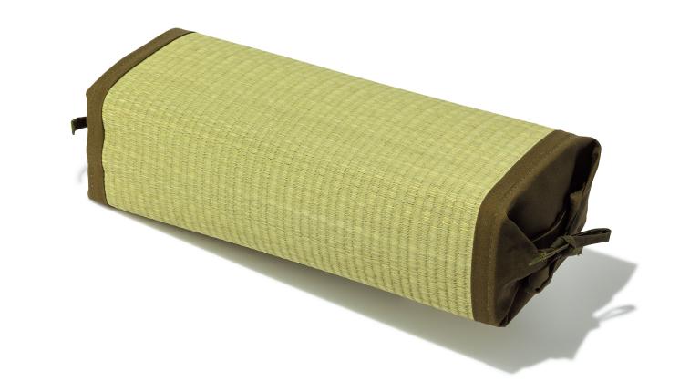 高さが変わる枕 い草 ¥2,780(税込み)イケヒコ・コーポレーション☎0120・147・193 http://www.ikehikoshop.jp