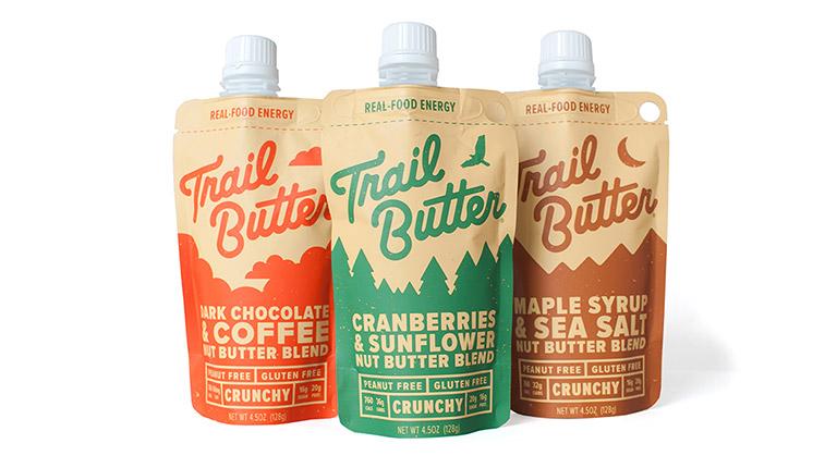 Trail Butter(トレイルバター)は、良質な脂質をたっぷり含んだアーモンドなどのナッツ類とココナッツオイルをベースとしたエナジーフード。3つのフレーバーがあり、低糖質、オールナチュラル、グルテンフリーというカラダに嬉しい要素と、持ち運びやすいコンパクトなパッケージに含まれる高いカロリー(1パック128gで760kcal)が特徴です。 2012年にオレゴン州ポートランドで生まれたこのブランドは、今ではアメリカを代表するトレイルランナーをはじめ、ハイカーやクライマーなどアウトドア界で活躍するアスリートや自然食品を好む人たちに支持されています。1パック1296円