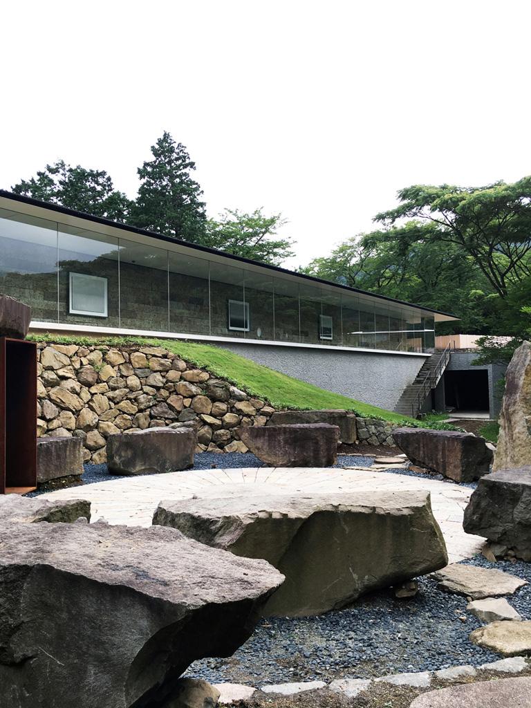 各時代の建築様式を取り入れてこの10月に完成した〈江之浦測候所〉は日本建築史を通観できる施設。