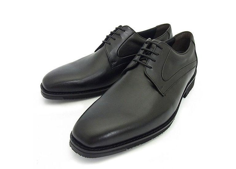 Gabbyは多機能ビジネスシューズブランド。高い撥水性、防水性を発揮し、さらに靴の内部は吸湿速乾性に優れるため快適に保たれる。軽くクッション性も高い防滑ソールなら滑り知らず。重要なビジネスシーンに向けて、雨の日でも颯爽と歩ける頼もしい相棒だ。サイズ展開は23.0~28.0cm。Gabbyプレーントゥ(862G9700)¥23000
