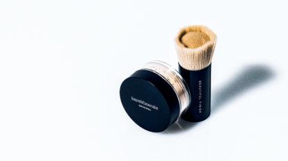 100%ミネラルの元祖ミネラルファンデーションと、世界有数の美容クリニックとの共同開発による先進のブライトニングケアのご紹介。 & Beauty  キレイの理屈  No.52