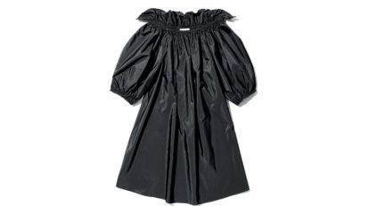 〈ステラ マッカートニー〉のブラックドレスほか3点を紹介。