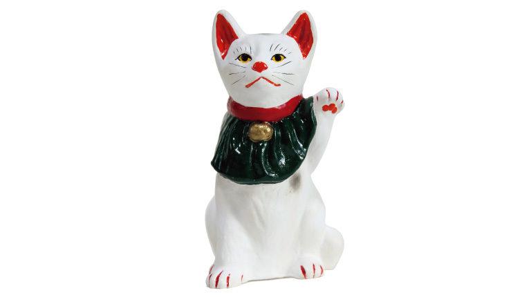 招き猫中サイズ3,780円(日下義明商店☎0855・27・023 3)。黒猫バージョンもあり、各種様々なサイズも用意されている。