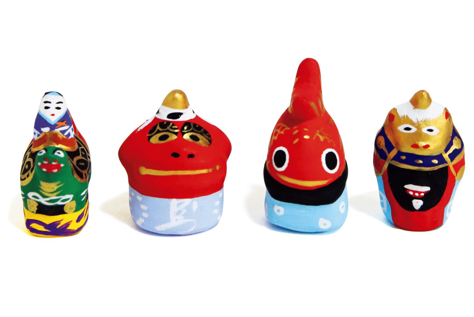曳山玩具(ミニサイズ)14台セット4,490円(唐津民芸曳山☎0955・74・0526)。
