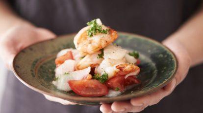 【東京べったら漬】を使ったアレンジレシピ 「海老とトマトのべったら和え」
