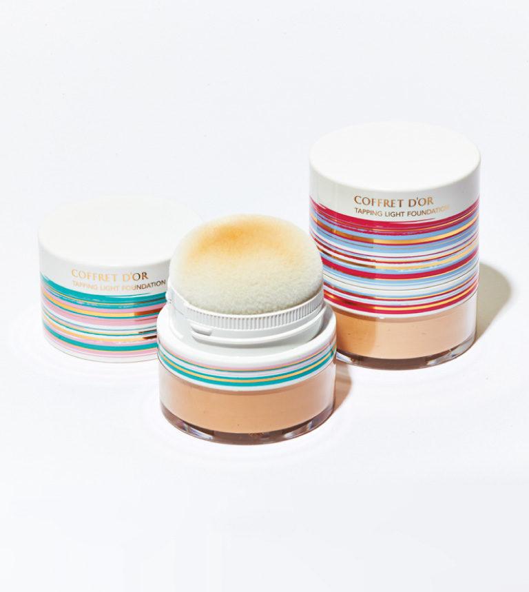 コフレドール タッピングライトファンデーション(右から01、02)3.3g 各¥2,800*編集部調べ 数量限定発売中(カネボウ化粧品)