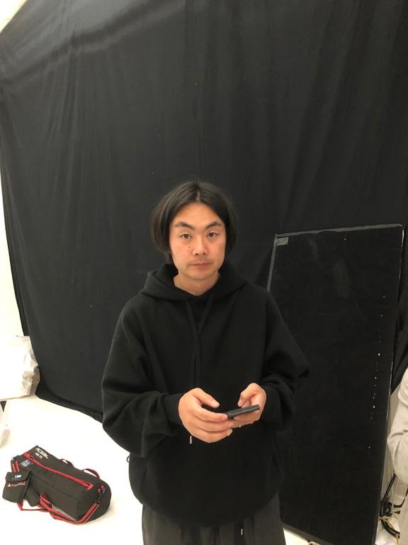 撮影したのはファッションや広告で活躍する伊藤彰紀さん。撮影中は「それいい」「可愛い!」を連発、被写体をこれでもか、と盛り上げます。
