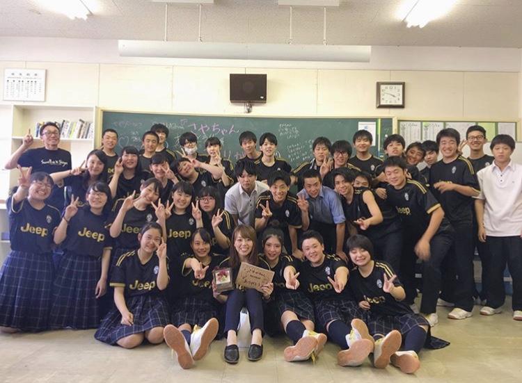 インターン先の札幌新陽高校にて、小林さんと生徒のみなさん