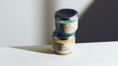 死海の塩と植物オイルのボディスクラブと、 肌に上品なヴェールをかけるベースリキッド。& Beauty  キレイの理屈  No.73