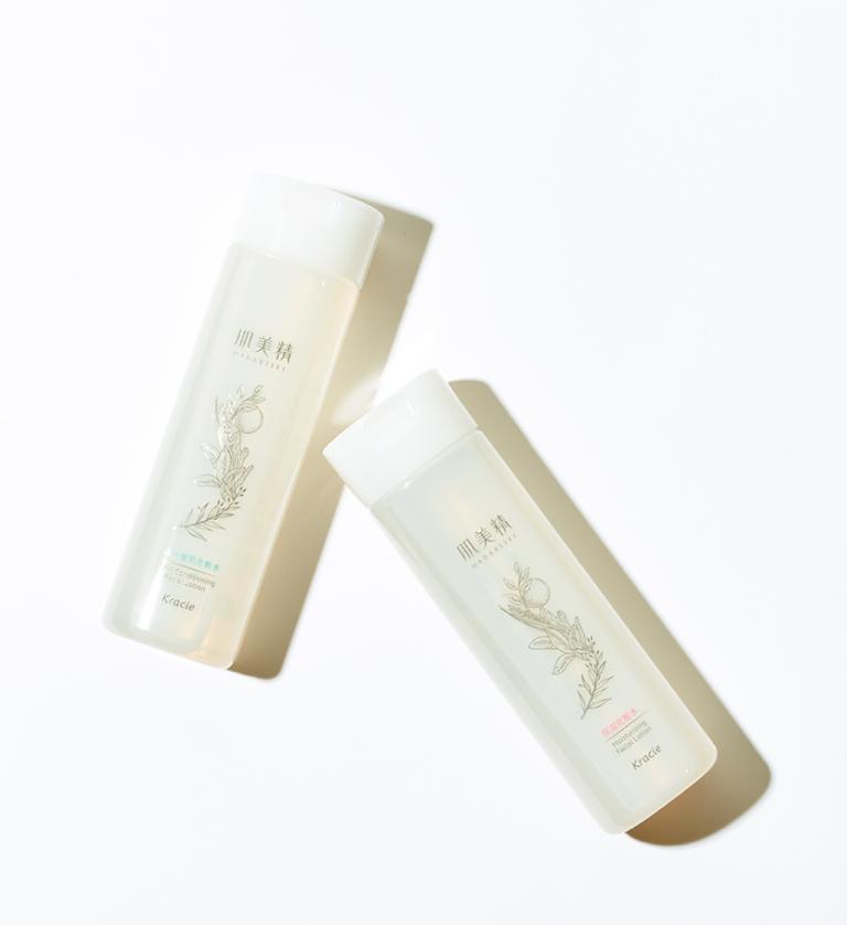 右から、肌美精 保湿化粧水、同 ハリつや化粧水 各200㎖ オープン価格(クラシエホームプロダクツ☎0120・540・712)