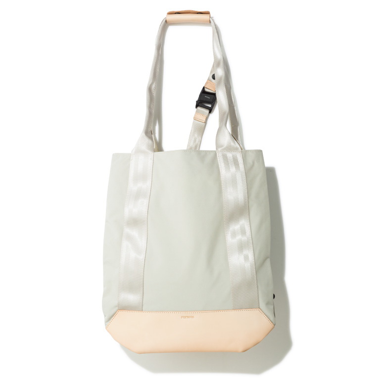 FIXTOTE (Mサイズ) ¥15,400(税込み) リヴィジョン☎03・5906・5651 https://www.fixtote.com