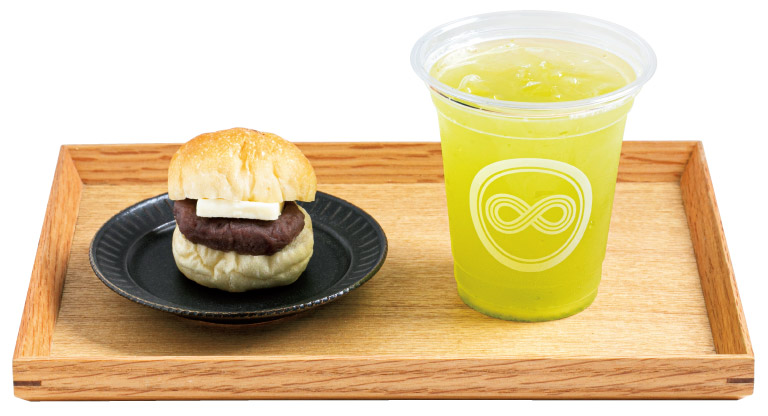 煎茶「牧之原」463円。バターこしあんぱん186円。