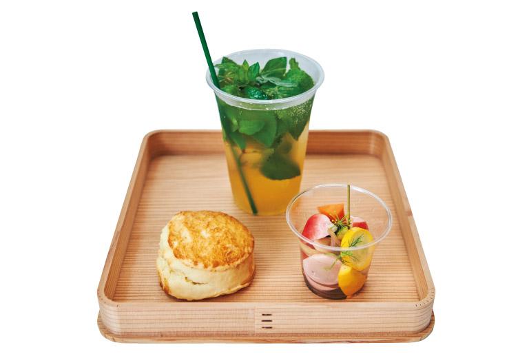 好きなドリンク(写真はノーデンシトラスミント)に豆乳スコーン、大磯野菜のピクルスが付くモーニングセット720円。