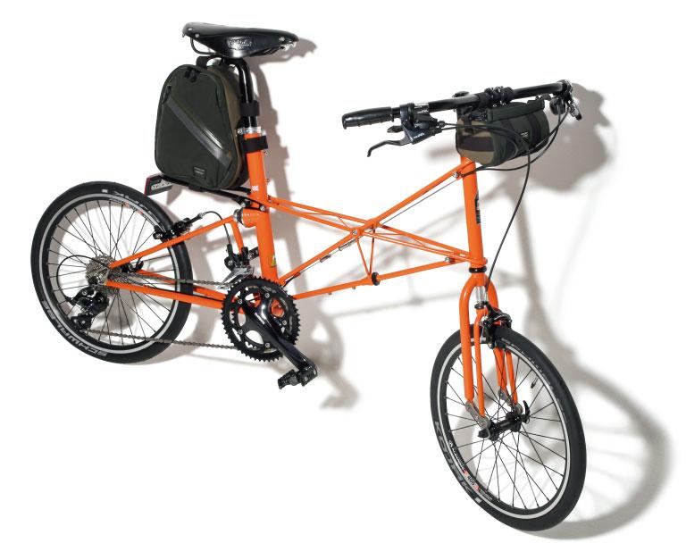 バッグ47,000円*2つセット、自転車410,000円(モールトンバイシクルフォーポーター/ポーター表参道☎03・5464・1766)