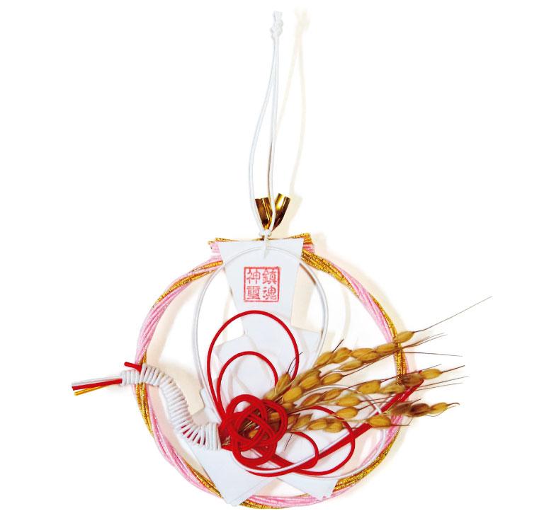 翔運守1,000円(物部神社☎0854・82・0644)。毎月水引の色が異なり、桜色は4月に授与されるもの。