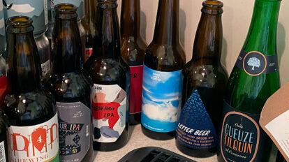 飲んだ証と思って捨てられないグラスや缶たち、自宅キッチンを侵食中。最近のクラフトビールはラベルも洗練されています。